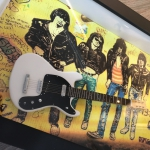 Quadro Johnny Ramone com Mini Guitarra