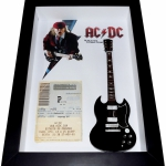 Quadro Angus Young com Mini Guitarra